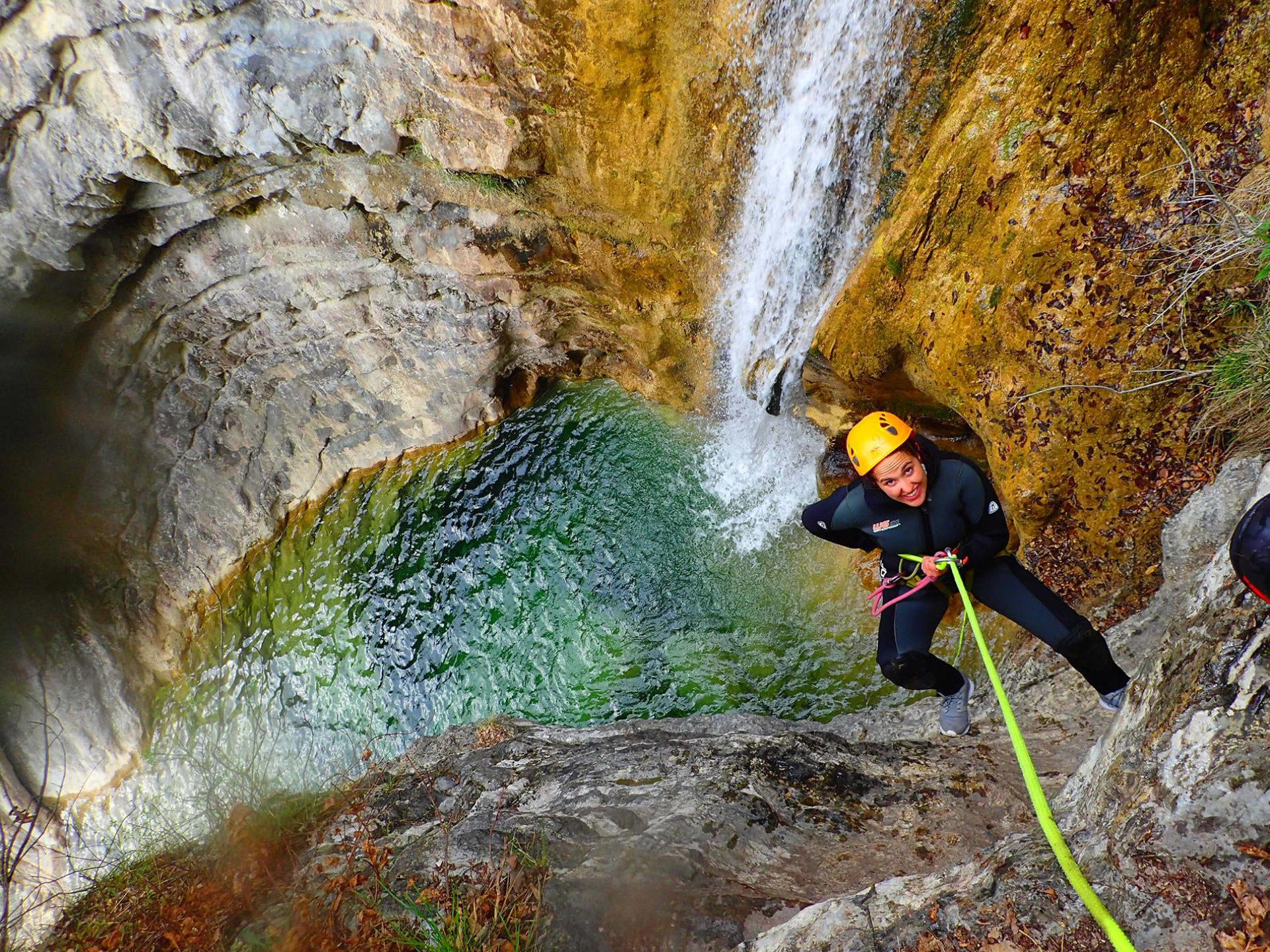 Canyoning calata con la corda